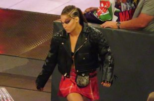 Wrestlezone image Ronda Rousey On Who Taught Her To Fight Through Pain, Kane Puts On His Old Mask (Video)